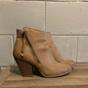 American Eagle side zipper ankle bootie
